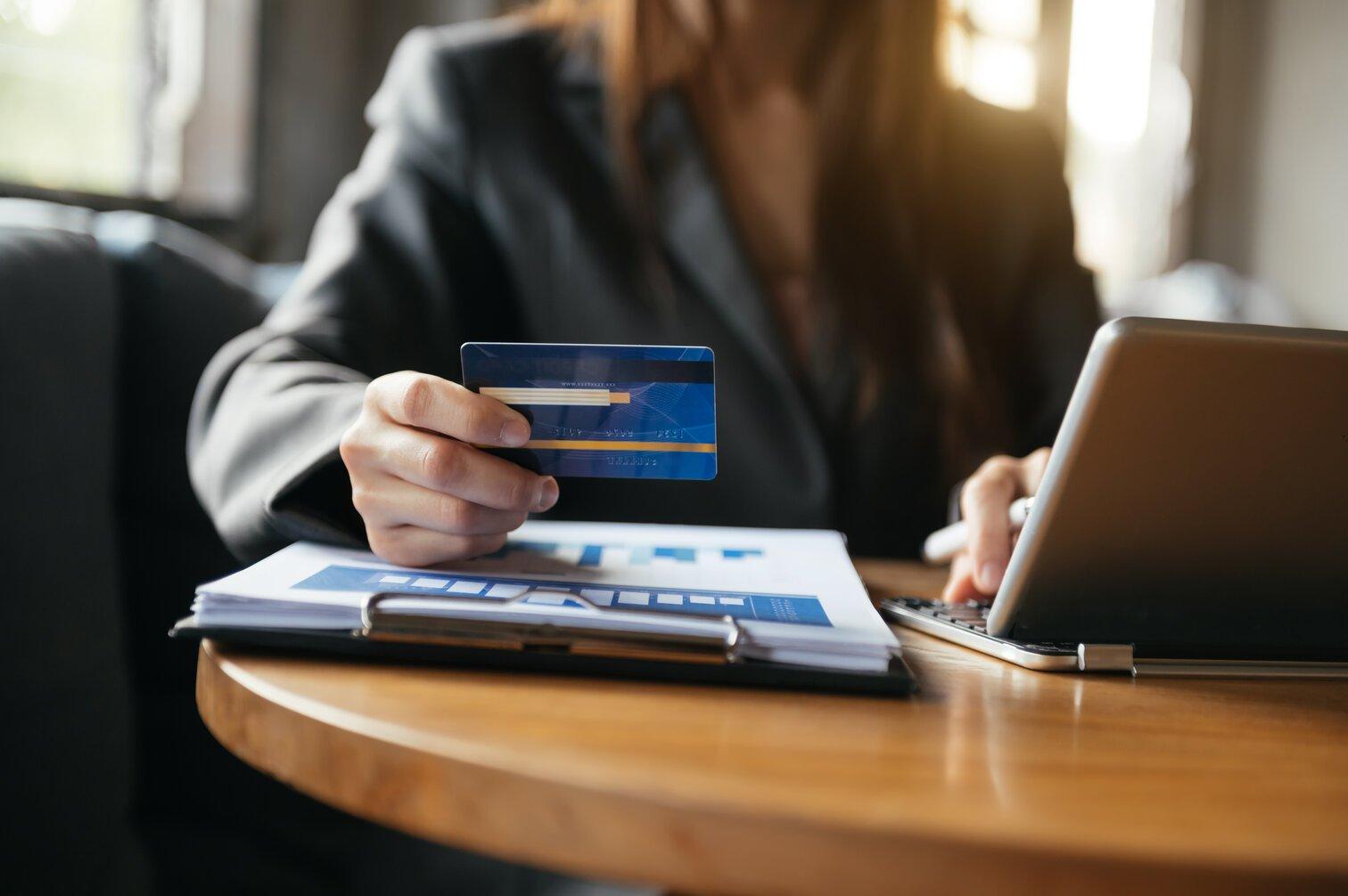 platby kartou na internetu, MO/TO platby